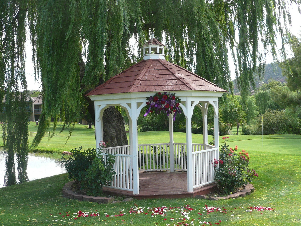 Gazebo Wedding Decorating Pictures Photograph | Wedding Gaze