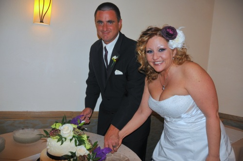 David and Brenda cutting their lovely cake