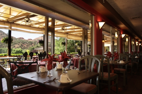 Resort Restaurant Offers Outdoor Dining
