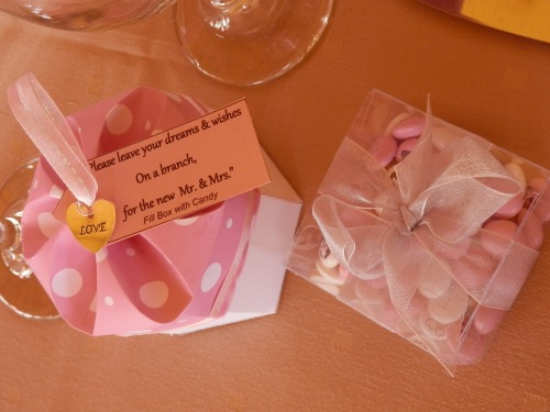 Guests can add their personal note to the bride and groom - wedding favors on the tables