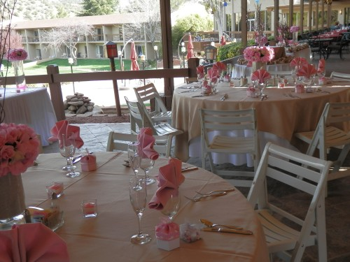 Pink highlights at the wedding reception