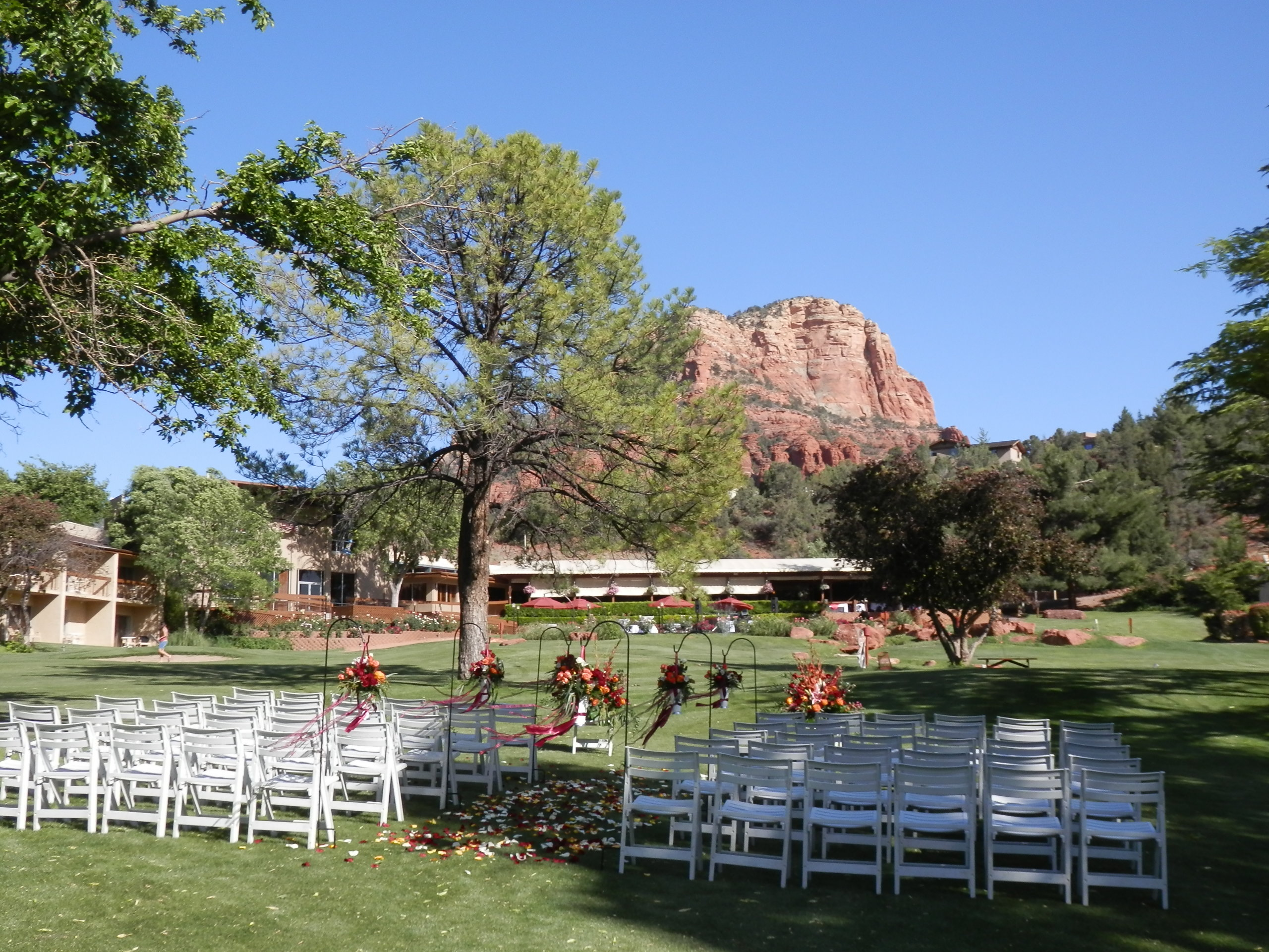 Intimate wedding ceremonies at poco diablo resort in sedona lovely red rock views from the poco diablo golf course junglespirit Images